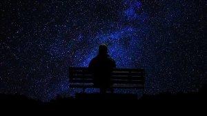 Pessoa na escuridão, infinito